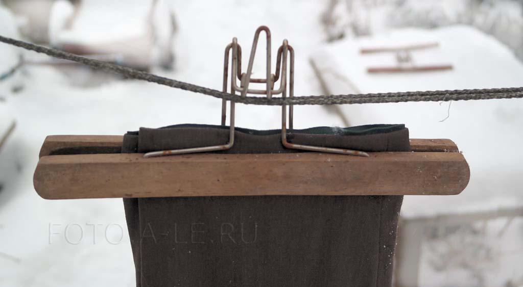 Вешалка-зажим для брюк деревянная СССР